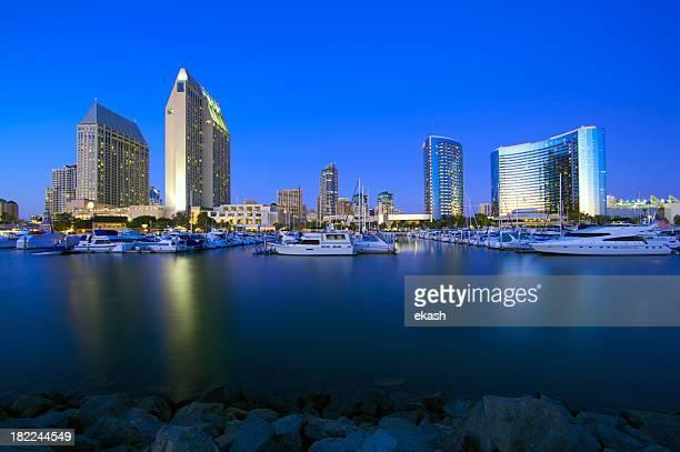 サンディエゴのランドマーク的建物の夕暮れ