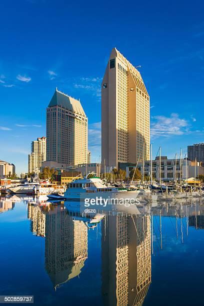 skyline di San Diego dall'Embarcadero Marina riflessioni
