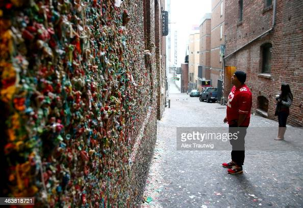 San Francisco 49ers fans looks at The Market Theater Gum Wall before the 49ers take on the Seattle Seahawks in the 2014 NFC Championship on January...