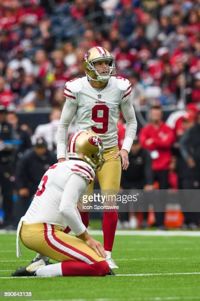San Francisco 49ers kicker Robbie Gould gets ready for a field goal attempt during the football game between the San Francisco 49ers and the Houston...