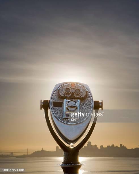 USA, San Francisco, coin-operated binoculars, sunrise