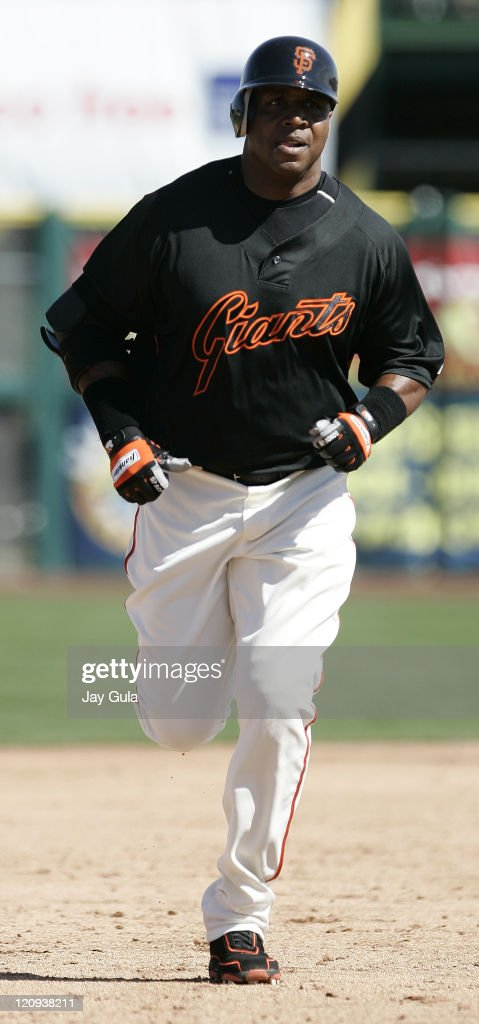 San Francisco Giants Barry Bonds rounds the bases after slugging his 1st HR of the spring in Cactus League action vs the Oakland A's at Scottsdale...