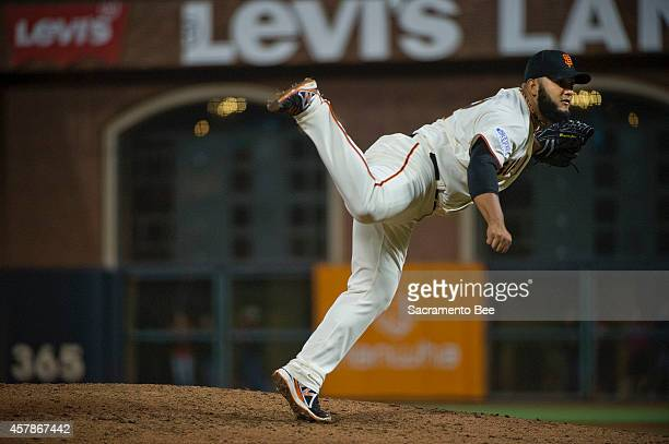 San Francisco Giants relief pitcher Yusmeiro Petit works in the fifth inning against the Kansas City Royals during Game 4 of the World Series at ATT...