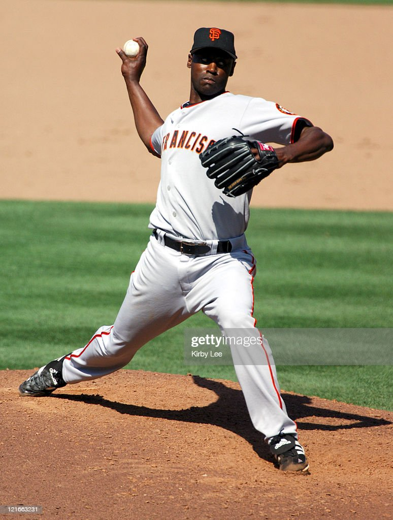 San Francisco Giants reliever LaTroy Hawkins pitches during 4-1 victory over the Los Angeles Dodgers at Dodger Stadium in Los Angeles, Calif. on Sunday, July 17, 2005.