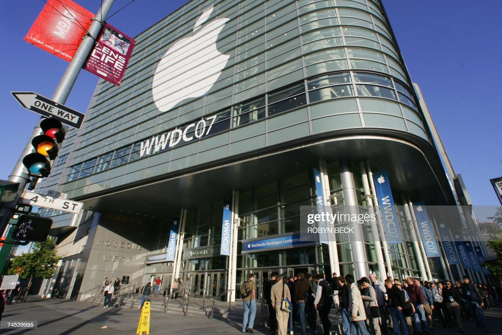 People wait in line for the opening day of the Apple Worldwide Developers Conference 2007 at the Moscone Center in San Francisco 11 June 2007...