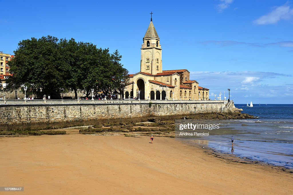 San Lorenzo beach in Gijon, Spain : Stock Photo