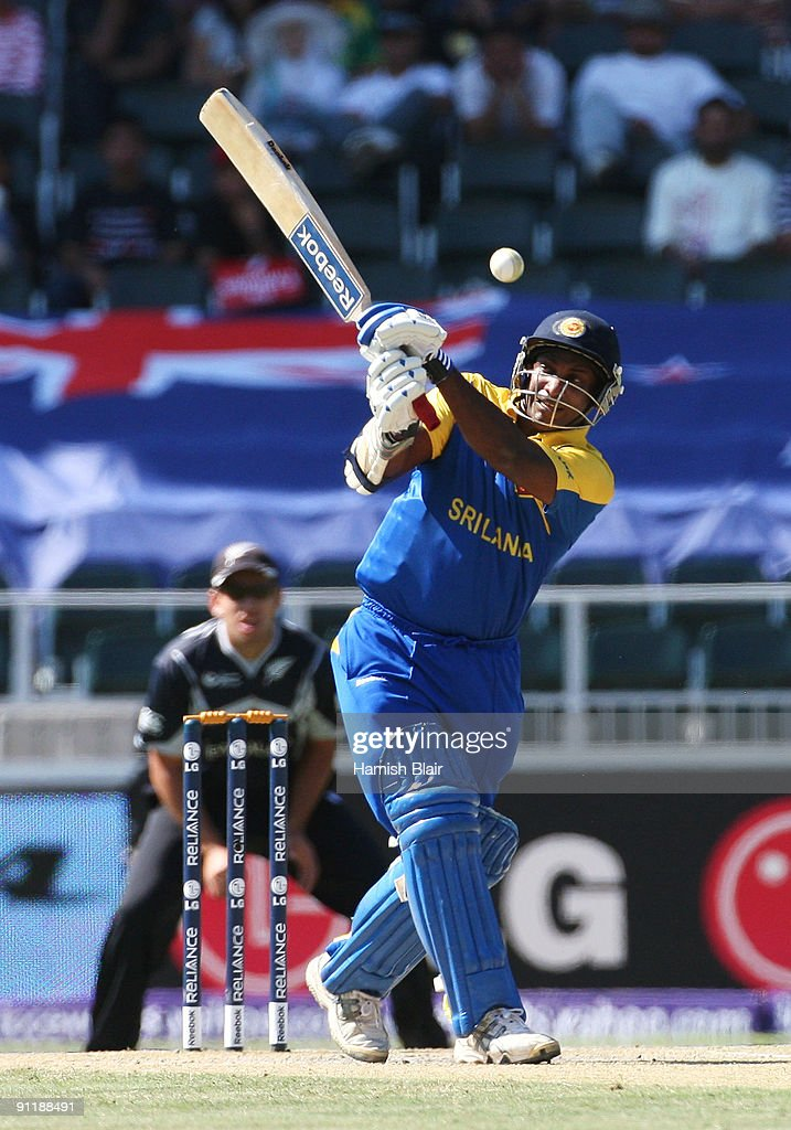 Sanath Jayasuriya of Sri Lanka pulls during the ICC Champions Trophy Group B match between New Zealand and Sri Lanka played at Wanderers Stadium on...