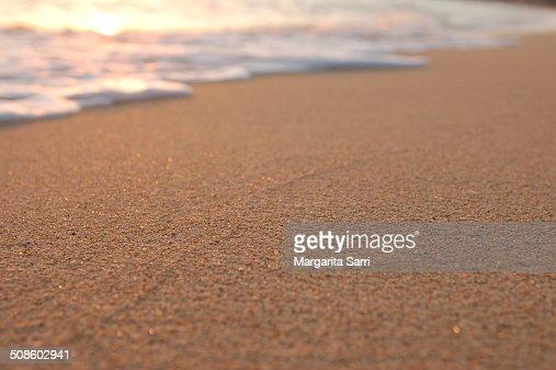 Sand and sea foam at sunset : Foto de stock
