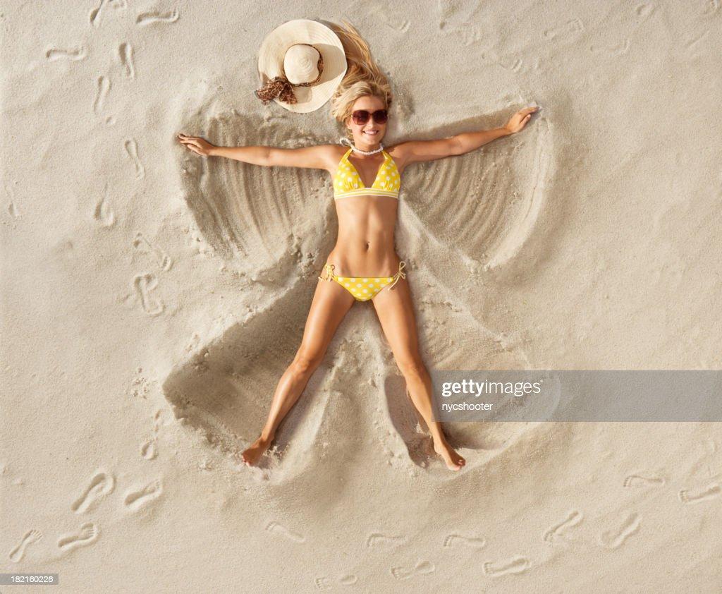 Sabbia Angel a pois bikini : Foto stock