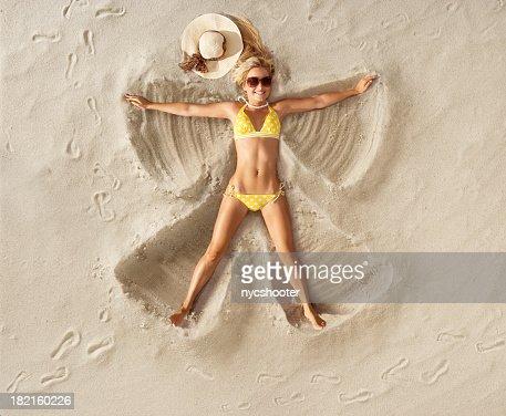 Sable Angel en bikini à pois