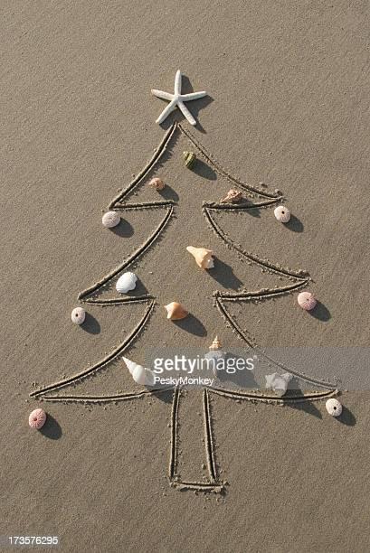 Sable Sapin de Noël avec des décorations Shell