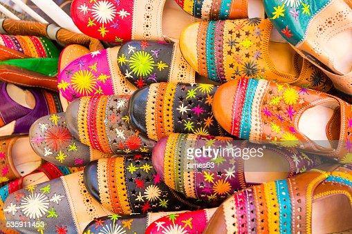 Sandalias de colores diferentes : Foto de stock