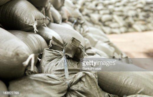 Sac de sable photos et images de collection getty images - Inondation sac de sable ...