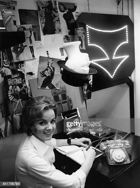 Sander Jil *Modeschoepferin D in ihrem Geschaeft in Hamburg 1968Aufnahme Jochen Blume