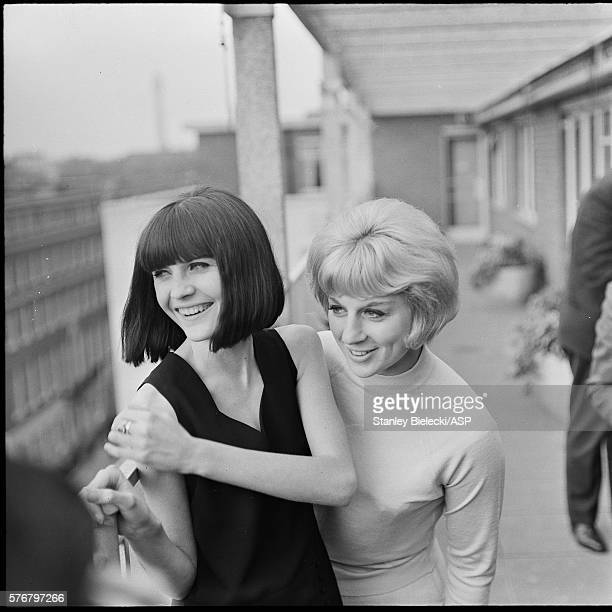 Sandie Shaw and Jackie Trent at a photocall London 1965