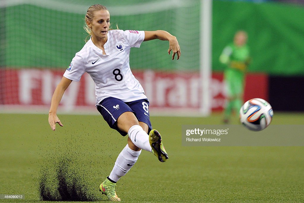 Sandie Toletti of France passes the ball during the FIFA Women's U-20 3rd place game against Korea DPR at Olympic Stadium on August 24, 2014 in Montreal, Quebec, Canada. Photo by Richard Wolowicz/Getty Images)