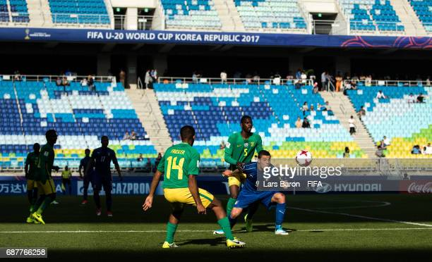 Sandile Mthethwa of South Africa challenges Andrea Favilli of Italy during the FIFA U20 World Cup Korea Republic 2017 group D match between South...