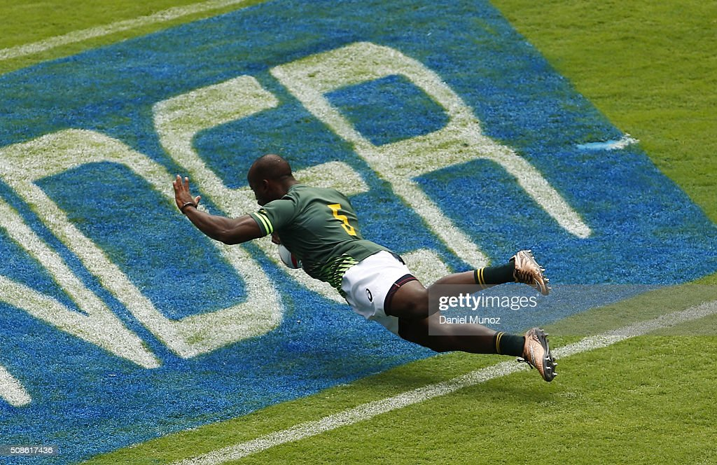 Sandile Ngcobo of South Africa scores a try during the 2016 Sydney Sevens match between Scotland and South Africa at Allianz Stadium on February 6, 2016 in Sydney, Australia.