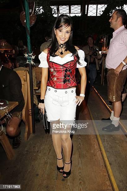Sandra Ahrabian Beim Wies'N Treff Von 'Goldstar Tv' Auf Dem Oktoberfest In München