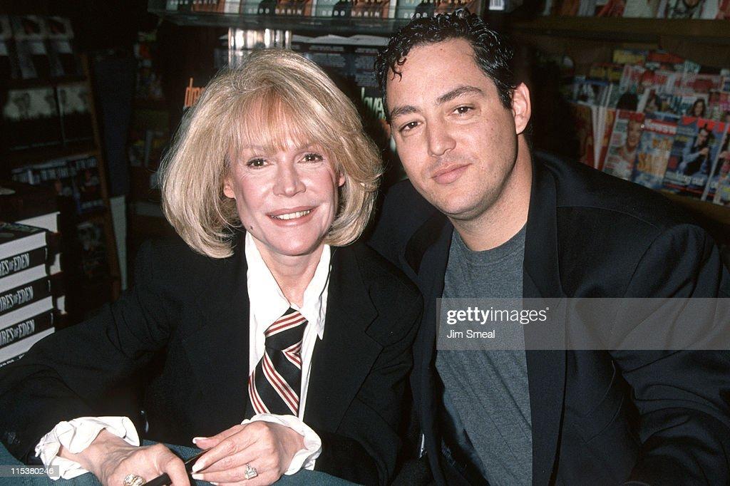 Sandra Dee And Dodd Darin During Booksigning Of Sandra Dee