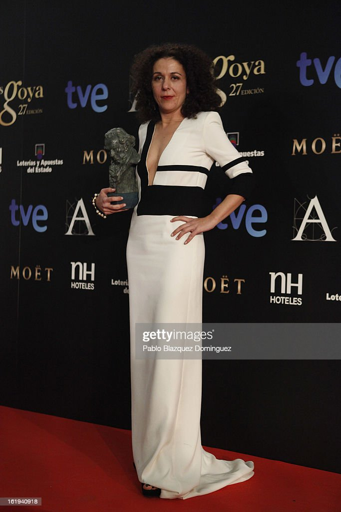 Sandra Hermida Muniz holds his award for Best Editing in the film 'Lo Imposible' during the 2013 edition of the 'Goya Cinema Awards' ceremony at Centro de Congresos Principe Felipe on February 17, 2013 in Madrid, Spain.