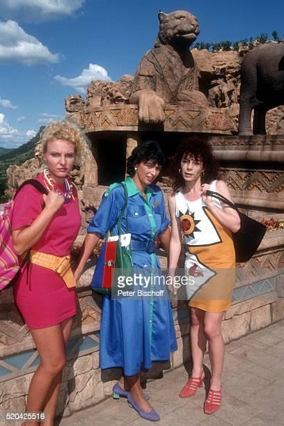 Sandra Krolik Conny Glogger Nina Hoger PRO 7Serie 'Glückliche Reise' Folge 18 'Sun City' Episode 2 'Ein Toter auf Reisen' am im 'Palace Hotel' in...