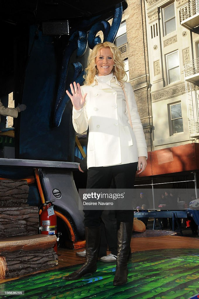 Sandra Lee attends 86th Annual Macy's Thanksgiving Day Parade on November 22, 2012 in New York City.
