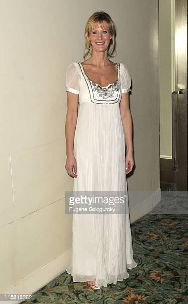 Sandra Lee attends The Broadcasters Foundation of America 'Golden Mike' Fundraiser Honoring DisneyABC TV Anne Sweeney on February 25 2008 in New York...