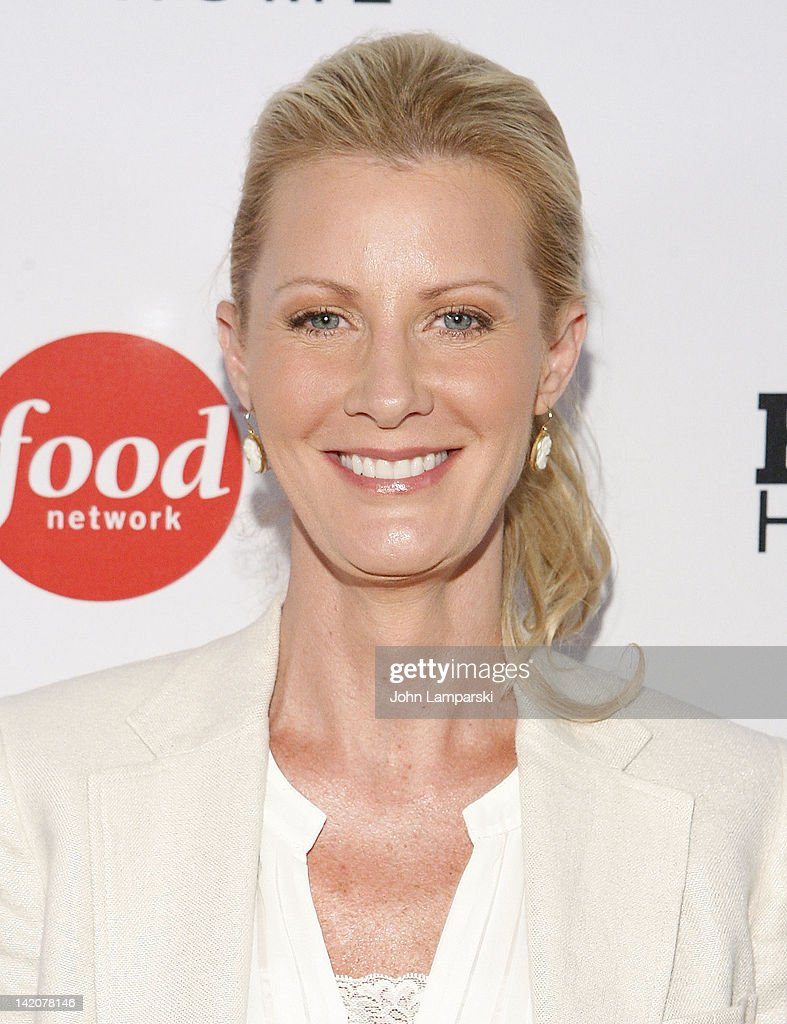 <a gi-track='captionPersonalityLinkClicked' href=/galleries/search?phrase=Sandra+Lee+-+Television+Personality&family=editorial&specificpeople=242799 ng-click='$event.stopPropagation()'>Sandra Lee</a> attends the 'Hunger Hits Home' screening at the Hearst Screening Room on March 29, 2012 in New York City.