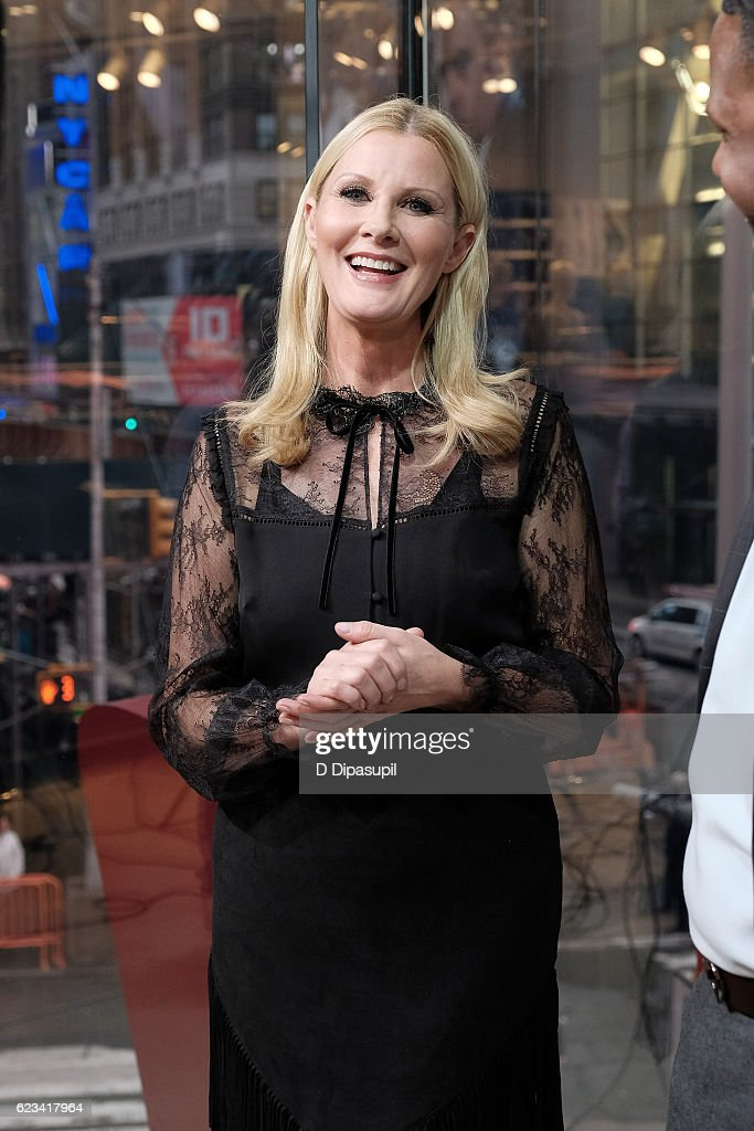 Sandra Lee visits 'Extra' at their New York studios at H&M in Times Square on November 15, 2016 in New York City.
