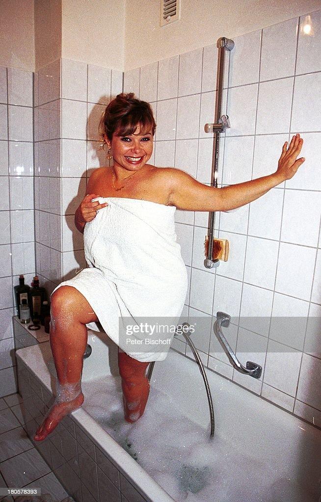 Sandra Steffl, Homestory, München, Badezimmer, Badewanne, Wanne, Schaum,  Wasser