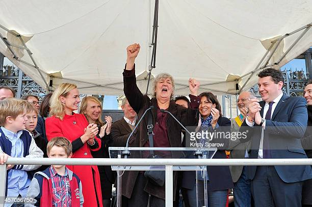 Sandrine Bonnaire Jacques Higelin and Anne Hidalgo attend the Fete Des Vendanges 2014 at Vigne du Clos Montmartre on October 11 2014 in Paris France