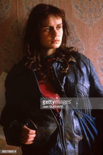 Sandrine Bonnaire sur le tournage du film 'Sans toit ni loi' réalisé par Agnes Varda en mars 1985 France