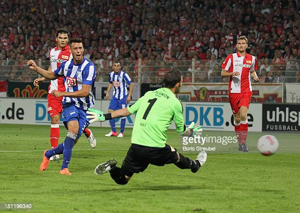 Sandro Wagner of Hertha scores his team's first goal during the Second Bundesliga match between 1FC Union Berlin and Hertha BSC Berlin at Stadion an...