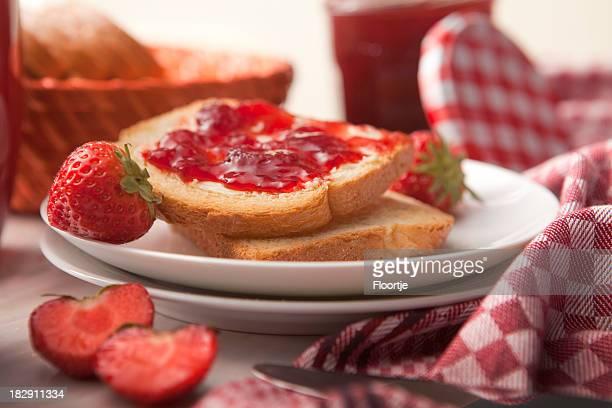Sandwich Images fixes: Toast avec confiture de fraises