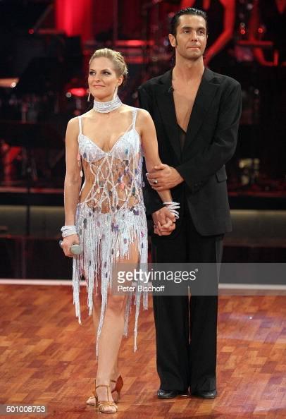 Sandy Mölling Roberto Albanese RTLTanzShow 'Lets Dance' HalbFinale Köln Deutschland PNr 455/2006 'Coloneum' sexy Kostüm bauchfrei Tanzfläche Tänzer...