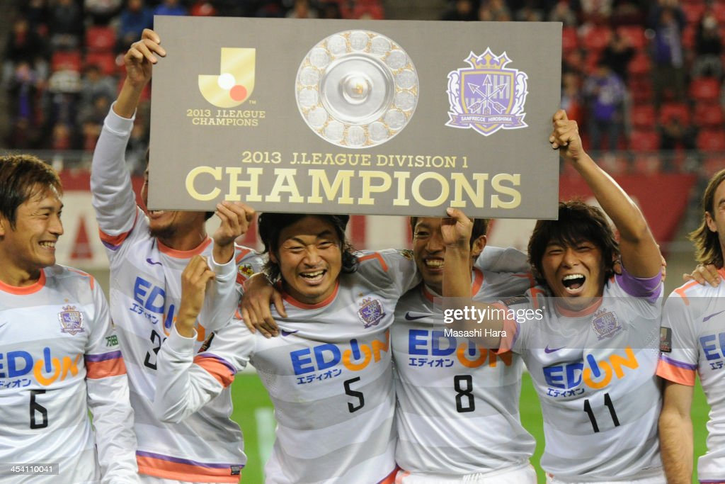 Sanfrecce Hiroshima players celebrate the victory after the JLeague match between Kashima Antlers and Sanfrecce Hiroshima at Kashima Stadium on...