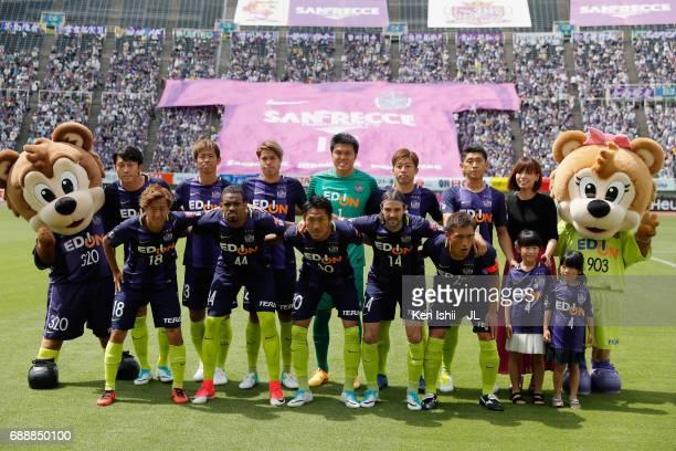 Sanfrecce Hiroshima players line up for the team photos prior to the JLeague J1 match between Sanfrecce Hiroshima and Jubilo Iwata at Edion Stadium...