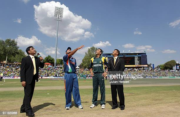 Sanjay Manjrekar Mahendra Singh Dhoni of India Younis Khan of Pakistan and match referee Roshan Mahanama at the coin toss beforeThe ICC Champions...