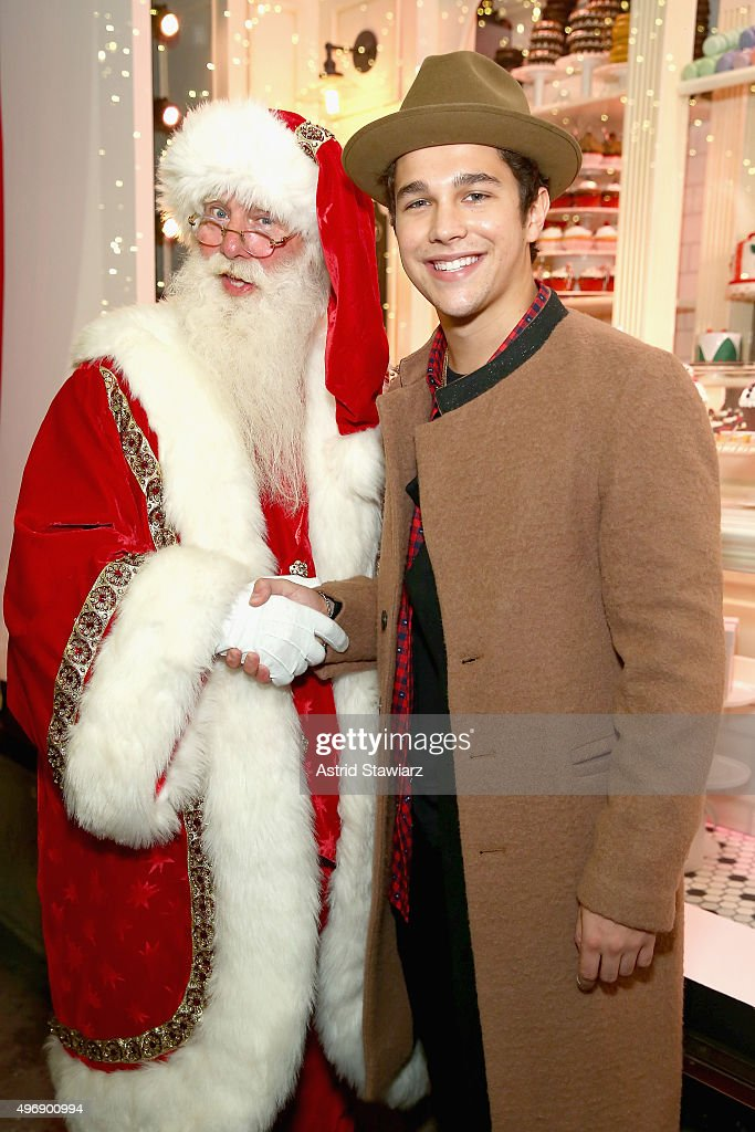 Santa and <a gi-track='captionPersonalityLinkClicked' href=/galleries/search?phrase=Austin+Mahone&family=editorial&specificpeople=9429678 ng-click='$event.stopPropagation()'>Austin Mahone</a> attend the Lord & Taylor NYC 2015 Holiday Windows Unveiling With <a gi-track='captionPersonalityLinkClicked' href=/galleries/search?phrase=Austin+Mahone&family=editorial&specificpeople=9429678 ng-click='$event.stopPropagation()'>Austin Mahone</a> on November 12, 2015 in New York City.