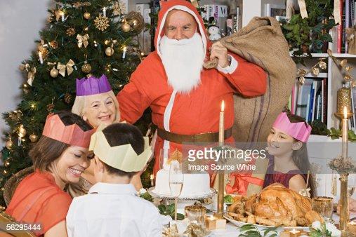 Santa Claus at Christmas dinner : Foto de stock