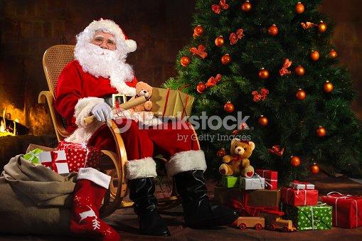 P re no l assis devant la chemin e photo thinkstock - Un santa claus especial ...