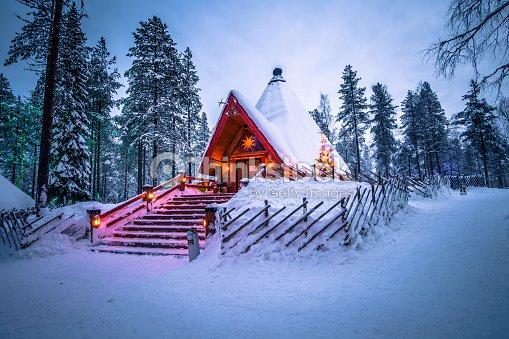 Rovaniemi - 16 de diciembre de 2017: pueblo de Santa Claus de Rovaniemi, Finlandia : Foto de stock