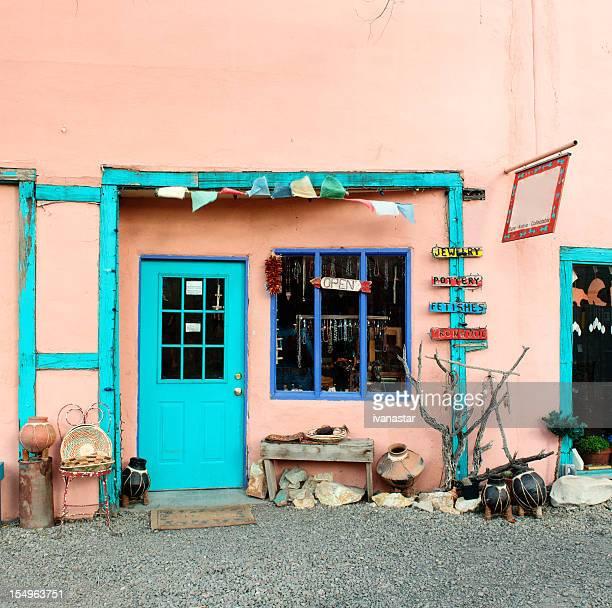 Tür und Fenster einer alten shop