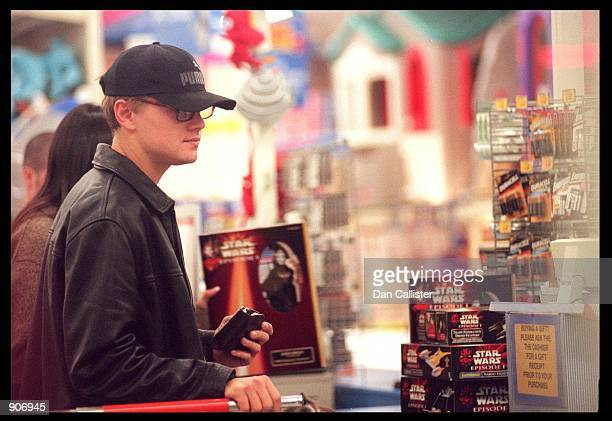 leonardo dicaprio 1999 stock photos and pictures getty images. Black Bedroom Furniture Sets. Home Design Ideas