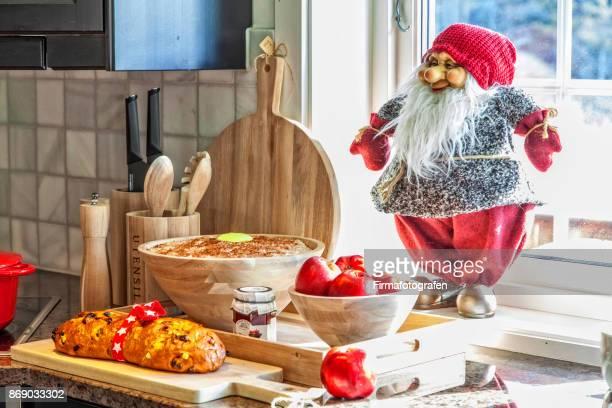 Santa with porridge at the bench