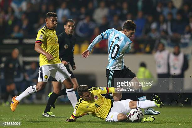 Santiago Arias of Colombia fights for the ball with Lionel Messi of Argentina during the 2015 Copa America Chile quarter final match between...
