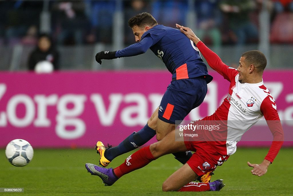 , Santiago Arias of PSV, Ramon Leeuwin of FC Utrecht, 1-0 during the Dutch Eredivisie match between FC Utrecht and PSV Eindhoven at the Galgenwaard Stadium on February 07, 2016 in Utrecht, The Netherlands