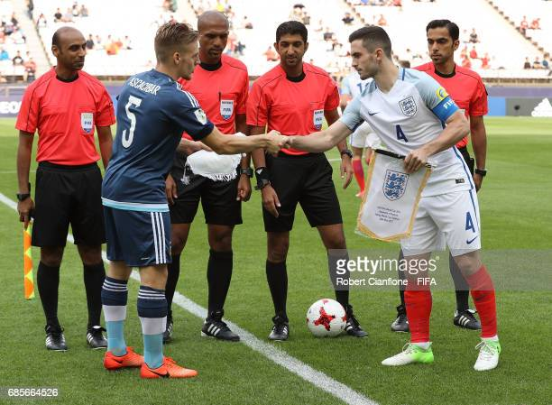 Santiago Ascacibar of Argentina and Lewis Cook of England shake hands during the FIFA U20 World Cup Korea Republic 2017 group A match between...