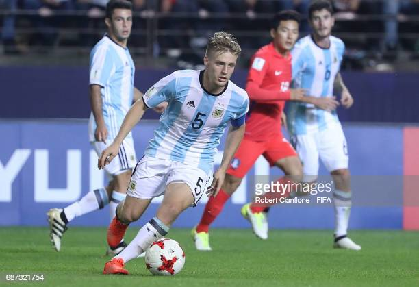 Santiago Ascacibar of Argentina runs with the ball during the FIFA U20 World Cup Korea Republic 2017 group A match between Korea Republic and...